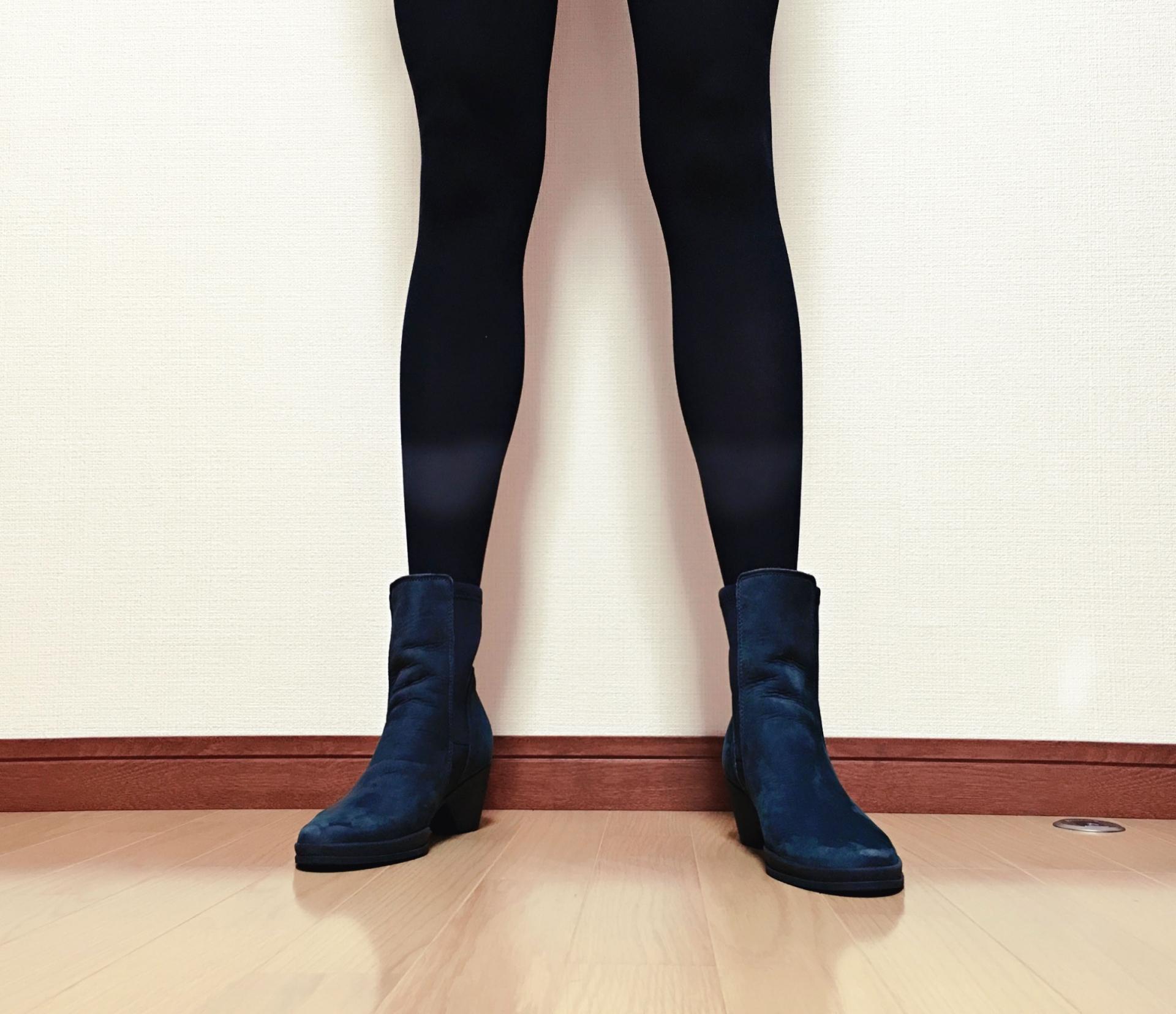 タイツを履いた足